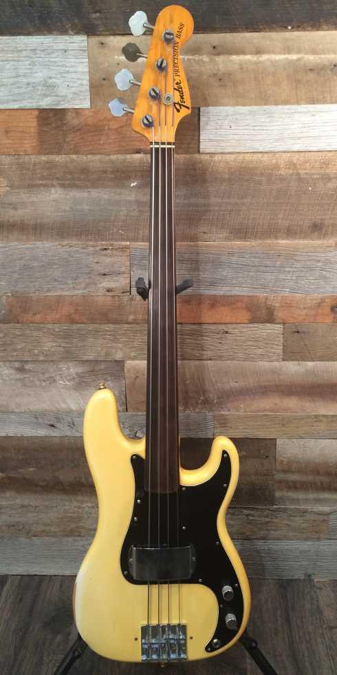 FENDER P-Bass Fretless (1975)